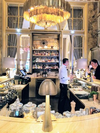 Hotel de Crillon: Lovely bar, bring your platinum card!