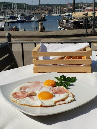 Morski Val: Breakfast with beautiful view
