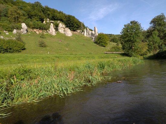 Muensingen, Tyskland: Landschaftlich reizvolles Ufer.