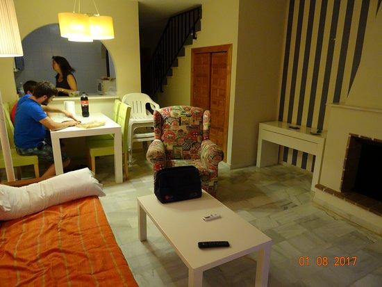 Salón-comedor y cocina. - Picture of ALEGRIA Infiniti Beach ...