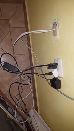 Posada Colchagua: Dangerous electrical sockets