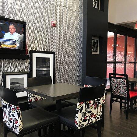Hampton Inn & Suites Orlando - John Young Pkwy / S Park : photo1.jpg