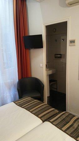 Hotel Diana: habitación de dos camas