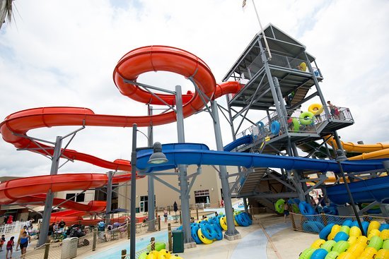 ‪‪Burlington‬, ‪Iowa‬: Huck's Harbor Outdoor Water Park - Slide Tower‬