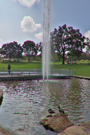 Pioneer Woman's Memorial: The fountain can go high! The mom and child are still looking!