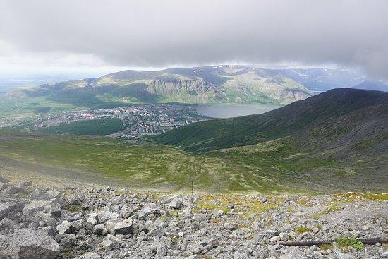 Kirovsk, روسيا: Вид на город Кировск с горы Айкуайвентчорр