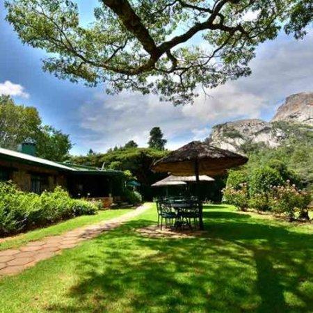 Juliasdale, Zimbabwe: Susurumba view and umbrella outside thatches.