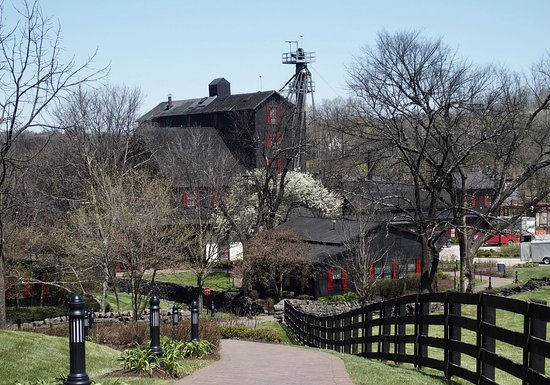 Maker's Mark: Gorgeous grounds surround the distillery.