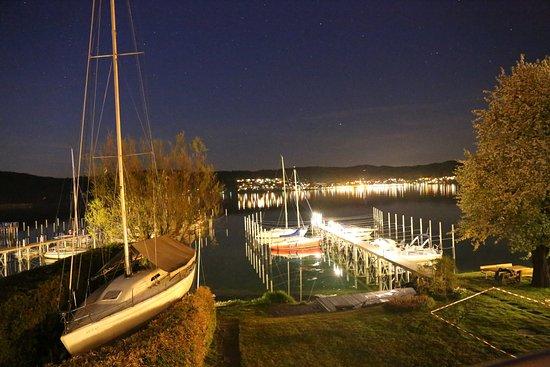 Bodman-Ludwigshafen, เยอรมนี: Nächtlicher Blick vom Balkon zum Bootssteg