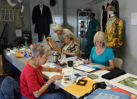 Caddo River Art Guild members enjoy Art Day at the Arkadelphia Arts Center every 2nd and 4th Thu