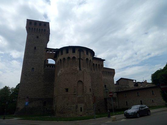 Rocca di Vignola: vista dalla strada