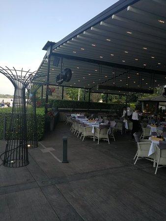 Sehr gute Restaurant mit sehr scöner Ausblick und perfekte bedienung.