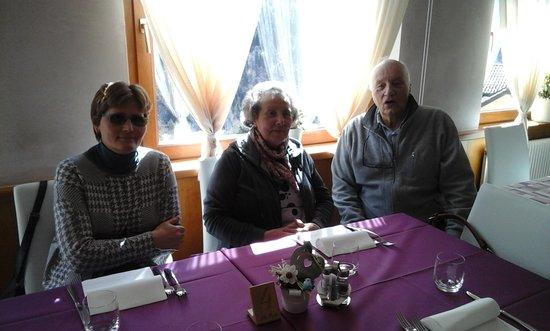 Paularo, Italien: Foto scattata a Pasquetta con il nuovo arredamento, le comodissime poltroncine e l'arredo color