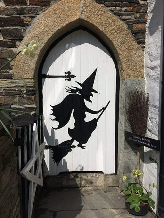 Boscastle, UK: Witch door with broomstick parking space