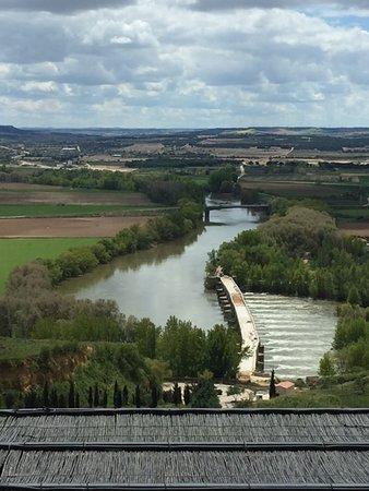 Hotel Juan II: The view of the Rio Duero from my balcony