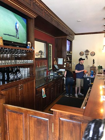 Delaware, OH: bar area