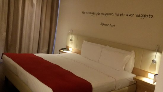Le Terrazze Hotel & Residence: letto oversize