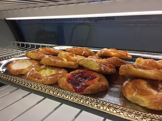 Aiken, ساوث كارولينا: Our pastry case abounds with breakfast choices you will enjoy! 