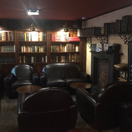 Superbe deco pub   Picture of Paddy Mullins, Arles   TripAdvisor