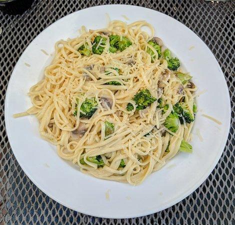Grand Rapids, OH: Broccoli & Mushroom Fetticini