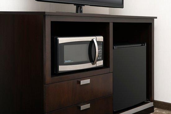 Hampton Inn & Suites Washington, DC North / Gaithersburg: Microwave and Refrigerator