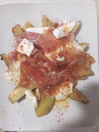 Daimus, Spain: Patatas con jamón