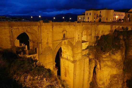 Hotel Ronda: New Bridge at night