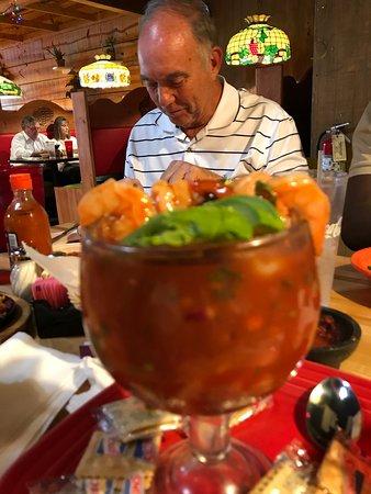 Central, Carolina del Sur: Shrimp Cocktail - Loaded with Shrimp - Served with Avocado, a slice of lime, and slatine cracker