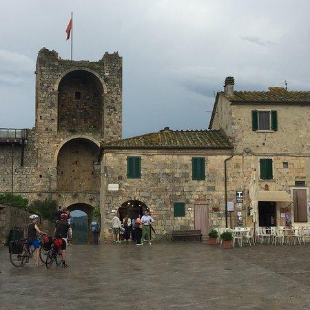 Castello Monteriggioni: photo3.jpg
