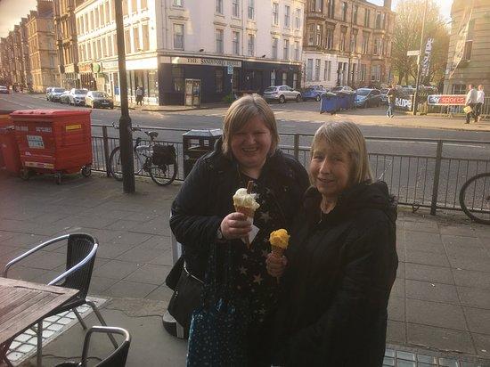 The Sandyford Hotel: Fine ice cream outside hotel