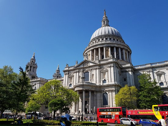 Harry Potter Walking Tour of London: St Paul's where the Geometric Staircase is located