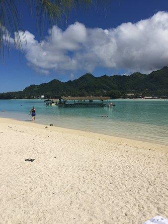 "Muri, Islas Cook: View from ""No Touching Island""."