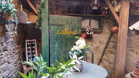 Chatelaudren, France: la déco de la cour