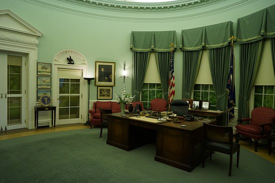 Independence, MO: Oval Office replica