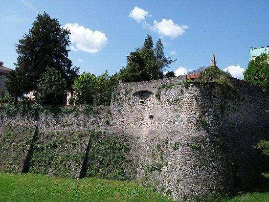 Resti della Cinta Muraria del Borgo Fortificato