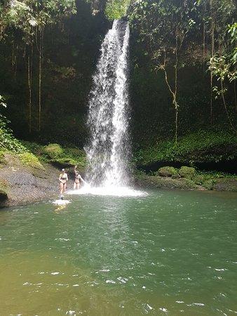 Villagarzon, Колумбия: Cascada Mohano en Donde se Oculta el SOL