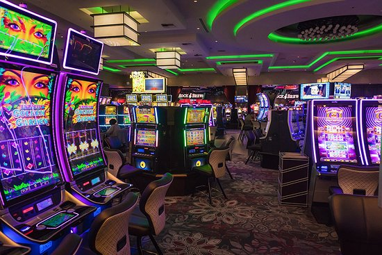 San Manuel Casino : Over 4,700 slots - the most in California and on the West Coast.
