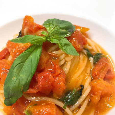 Cucina espressa, ingredienti freschi, piatti ricchi, tanto ...