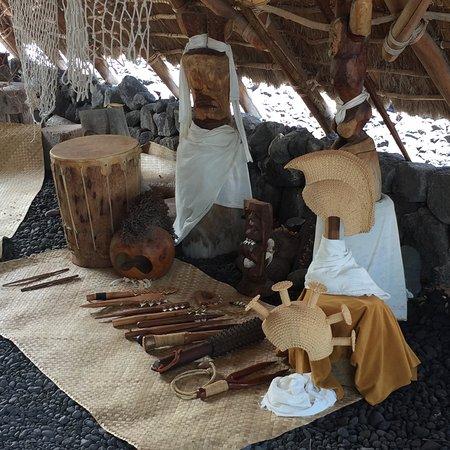 Honaunau, HI: Sample of items used in houses