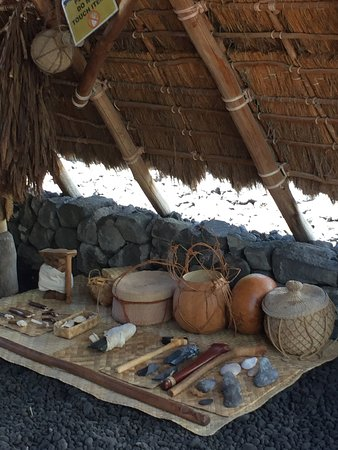 Honaunau, HI: Pots and tools