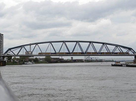 Landhoofd Spoorbrug Nijmegen