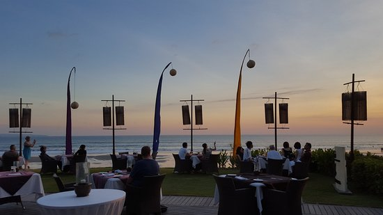 Breeze at The Samaya Seminyak: Beach front dining