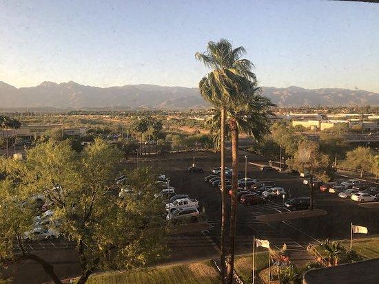 Hilton Tucson East: Dirty window view