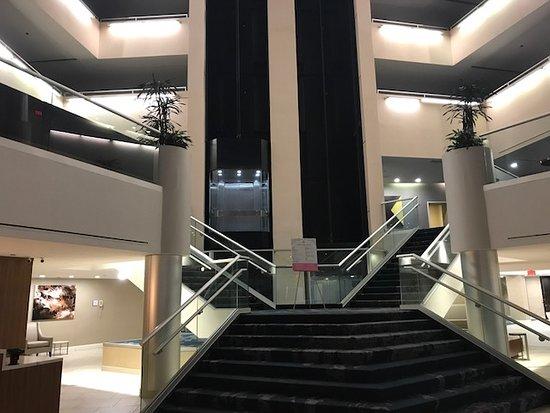 Hilton Tucson East: lobby