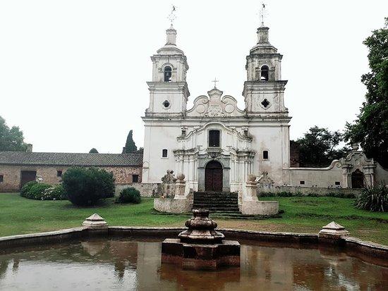 Santa Catalina, Argentyna: Fachada de la Iglesia, único ámbito donde se puede ingresar. Con media hora sobra.