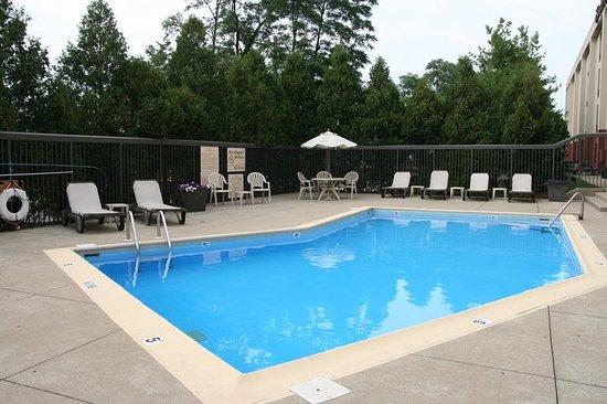 Hampton Inn Bloomington: Pool