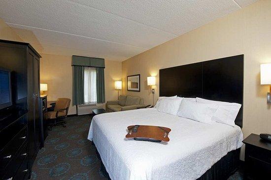 Hampton Inn Bloomington: Guest room