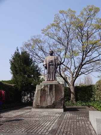 Hirota Koki Statue