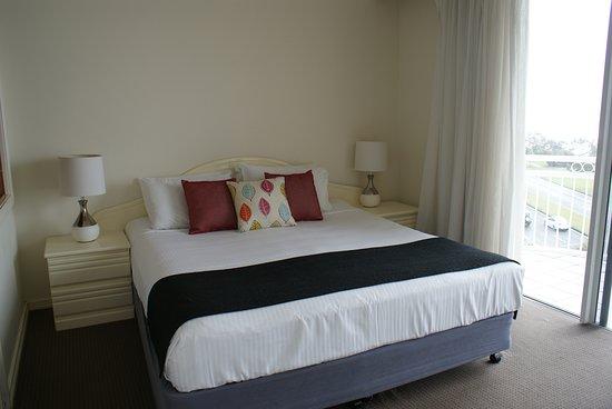 Aquarius Resort Alexandra Headlands: Executive bedroom