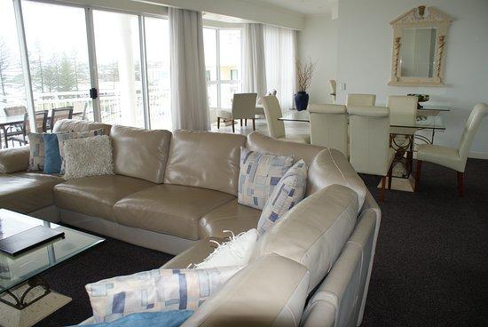 Aquarius Resort Alexandra Headlands: Penthouse living area